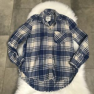 American eagle soft blue plaid button down shirt!